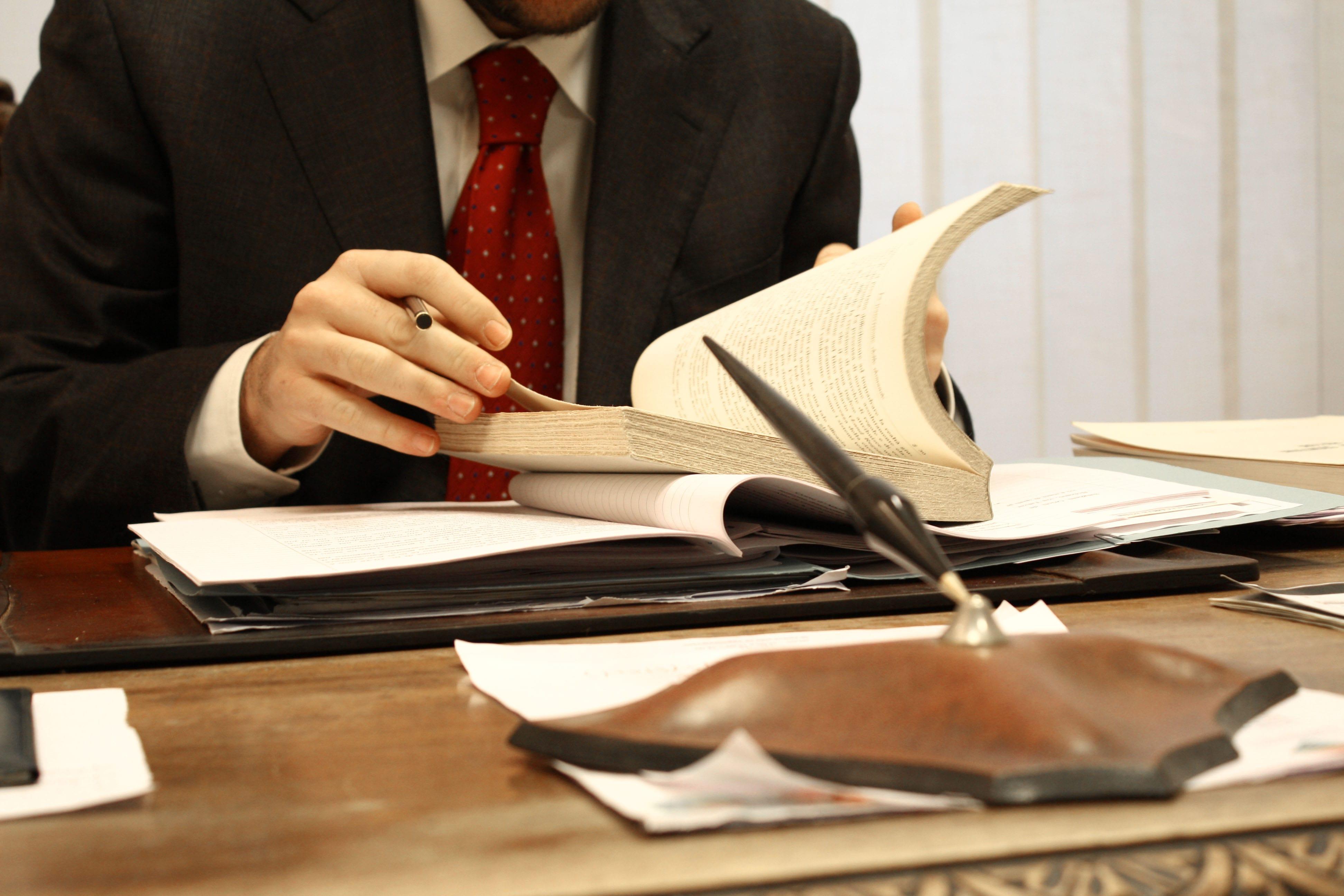 бесплатная юридическая помощь адвокат